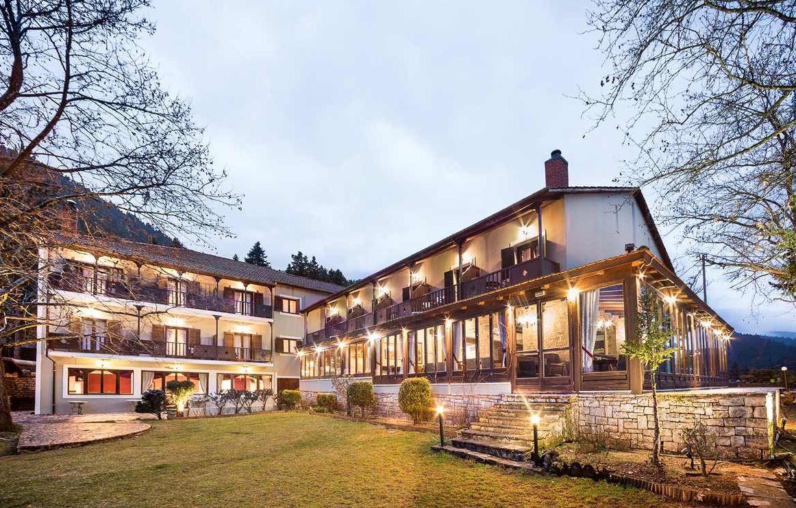 Country Club Hotel & Suites - Καρπενήσι ✦ -30% ✦ 3 Ημέρες (2 Διανυκτερεύσεις) ✦ 2 άτομα + 1 παιδί έως 12 ετών ✦ Ημιδιατροφή ✦ έως 28/04/2021 ✦ Υπέροχη Τοποθεσία!