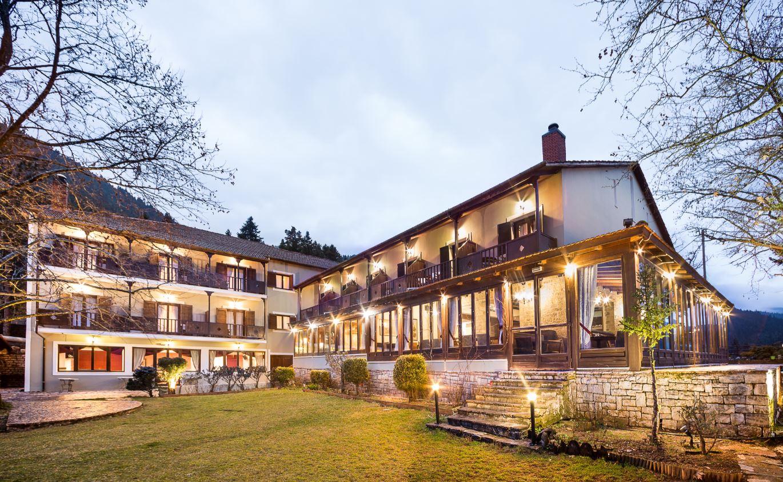 Country Club Hotel & Suites - Καρπενήσι ✦ 3 Ημέρες (2 Διανυκτερεύσεις) ✦ 2 άτομα + 1 παιδί έως 12 ετών ✦ Πρωινό ✦ Φώτα (05/01/2021 έως 09/01/2021) ✦ Υπέροχη Τοποθεσία!