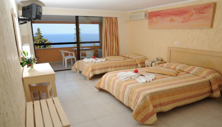 ALL INCLUSIVE στην Κέρκυρα στο Benitses Bay View Hotel ΚΑΙ για τις 4 ημέρες / 3 διανυκτερεύσεις ΚΑΙ για τα 2 Άτομα KAI ένα Παιδί έως 8 ετών σε δίκλινο δωμάτιο, μόνο με 199€ από 398€ ( Έκπτωση 50%)! Παρέχεται Πρωινό, Μεσημεριανό και Βραδινό σε Μπουφέ, Απεριόριστη Κατανάλωση σε Αναψυκτικά, Χυμούς, Ούζο, Βότκα, Brandy, Κρασί, Μπύρα, Καφέ, Τσάι, Snacks και Παγωτό! Υπάρχει δυνατότητα επιπλέον διανυκτερεύσεων! Η προσφορά ισχύει ΚΑΙ για του Αγίου Πνεύματος! εικόνα