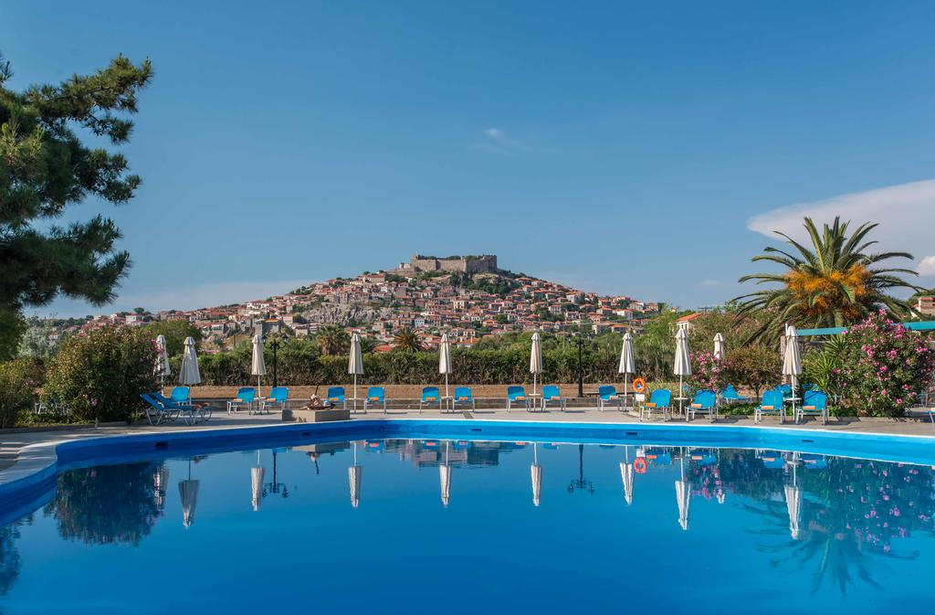 Delfinia Hotel & Bungalows - Μυτιλήνη ✦ -91% ✦ 2 Ημέρες (1 Διανυκτέρευση) ✦ 2 άτομα ✦ Πρωινό ✦ 07/09/2020 έως 20/09/2020 ✦ Μπροστά στην Παραλία!