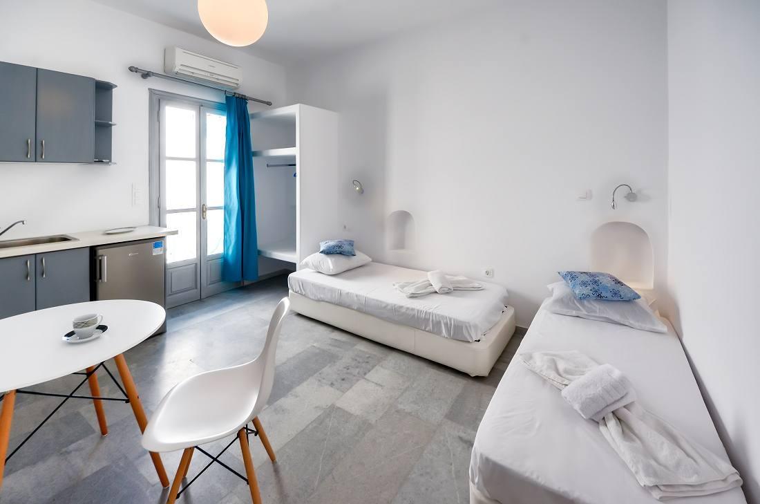 Depis Suites & Apartments – Ναξος ✦ 2 Ημερες (1 Διανυκτερευση) ✦ 2 Άτομα ✦ Χωρις Πρωϊνο ✦ 11/07/2018 εως 21/07/2018 ✦ Κοντα στην Παραλια!