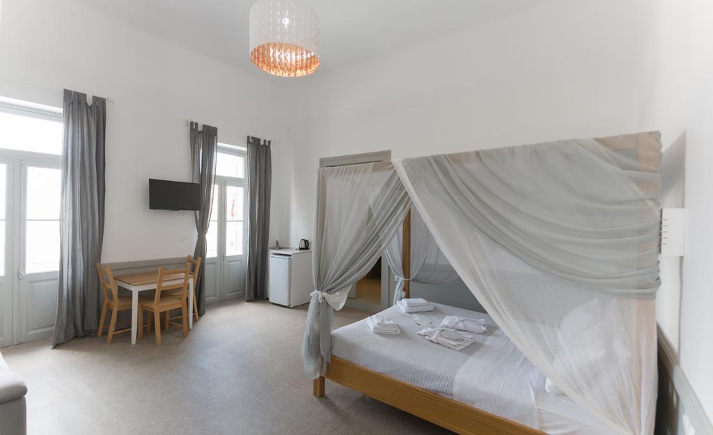 Douskos Guest House - Ύδρα ✦ 3 Ημέρες (2 Διανυκτερεύσεις) ✦ 2 άτομα ✦ Πρωινό ✦ 01/09/2021 έως 30/09/2021 ✦ Κοντά στο λιμάνι της Ύδρας!