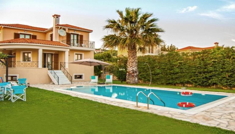449€ απο 898€ (Έκπτωση 50%) για 4 ημερες / 3 διανυκτερευσεις για εως ΚΑΙ 4 ατομα σε Πληρως εξοπλισμενη Villa 2 υπνοδωματιων η οποια περιλαμβανει σε Πληρως εξοπλισμενη Villa η οποια περιλαμβανει Πληρως εξοπλισμενη κουζινα, Air Condition, Satellite TV, Internet access, Πιστολακι για τα μαλλια, Παιχνιδια για παιδια κατοπιν ζητησης και διαθεσιμοτητας, Λιστα με διαθεσιμα DVD's & CD's, Χρηματοκιβωτιο, Σιδερωστρα και σιδερο, στην Κεφαλονια, στ…
