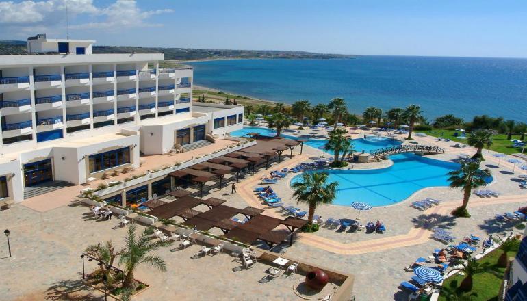 ALL INCLUSIVE στο 4 αστερων Ascos Coral Beach Hotel ΚΑΙ για τις 3 ημερες / 2 διανυκτερευσεις KAI για τα 2 Άτομα ΚΑΙ ενα Παιδι εως 12 ετων, σε δικλινο δωματιο στην Παφο της Κυπρου, μονο με 314€ απο 450€ (Έκπτωση 30%)! Προσφερονται Πρωινο, Μεσημεριανο και Βραδινο σε Μπουφε, διαφορα ζεστα και κρυα Σνακς και Παγωτο! Απεριοριστη καταναλωση σε Αλκοολουχα και μη ποτα, οπως Κρασι, Αναψυκτικα, Χυμους, Νερο, Καφεδες, Τσαι κατα την διαρκεια της ημ…