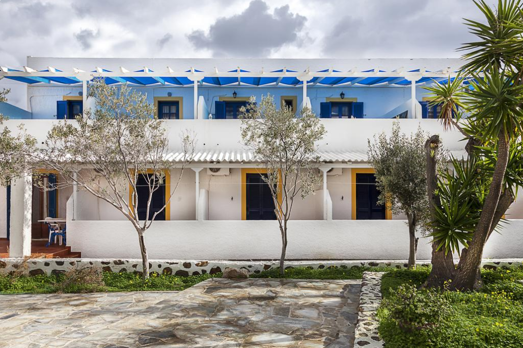 Ippokampos Hotel Patmos - Πάτμος ✦ -3% ✦ 2 Ημέρες (1 Διανυκτέρευση) ✦ έως 3 άτομα ✦ Πρωινό ✦ 01/06/2021 έως 30/06/2021 ✦ 2 λεπτά με τα πόδια από την παραλία!