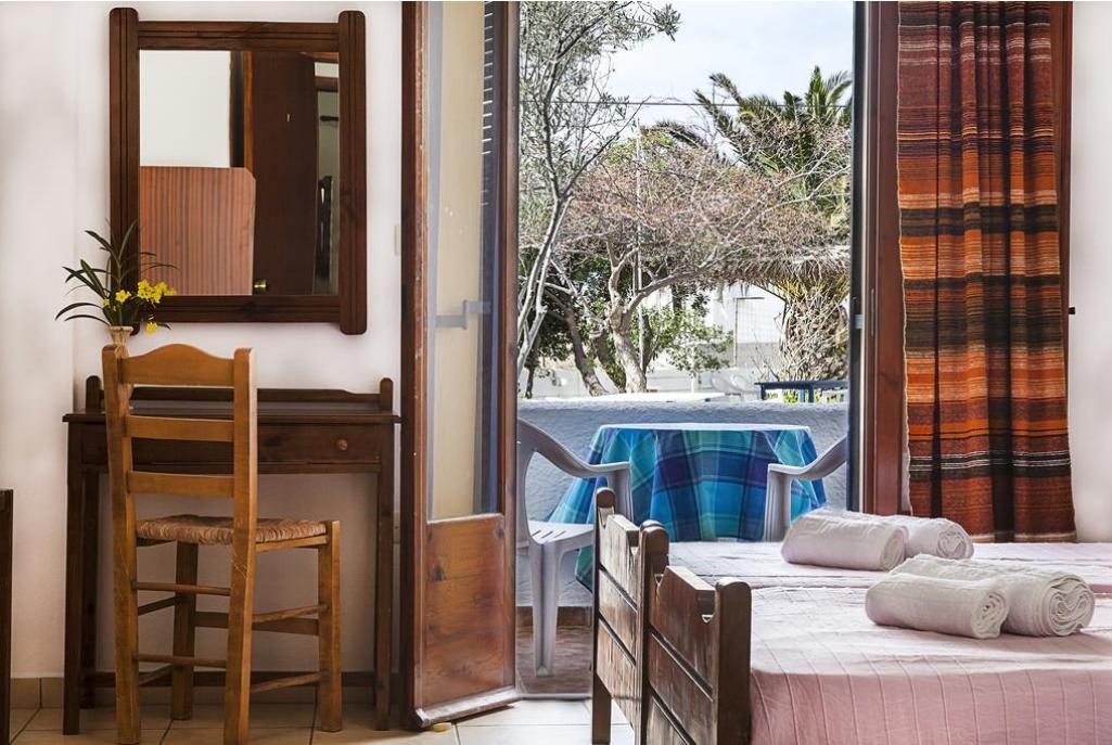 Ippokampos Hotel Patmos - Πατμος ✦ -25% ✦ 2 Ημερες (1 Διανυκτερευση) ✦ 2 ατομα ✦ Πρωινο ✦ 01/07/2020 εως 09/09/2020 ✦ Ιδιωτικος χωρος σταθμευσης δωρεαν