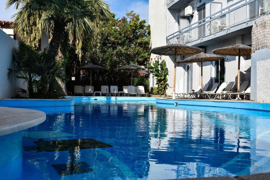 Kanelli Beach Hotel - Σελιανίτικα, Αίγιο ✦ 3 Ημέρες (2 Διανυκτερεύσεις) ✦ 2 άτομα + 1 παιδί έως 6 ετών ✦ Ημιδιατροφή ✦ 11/06 έως 26/06 και 02/09 έως 31/10 ✦ Μπροστά στην παραλία!