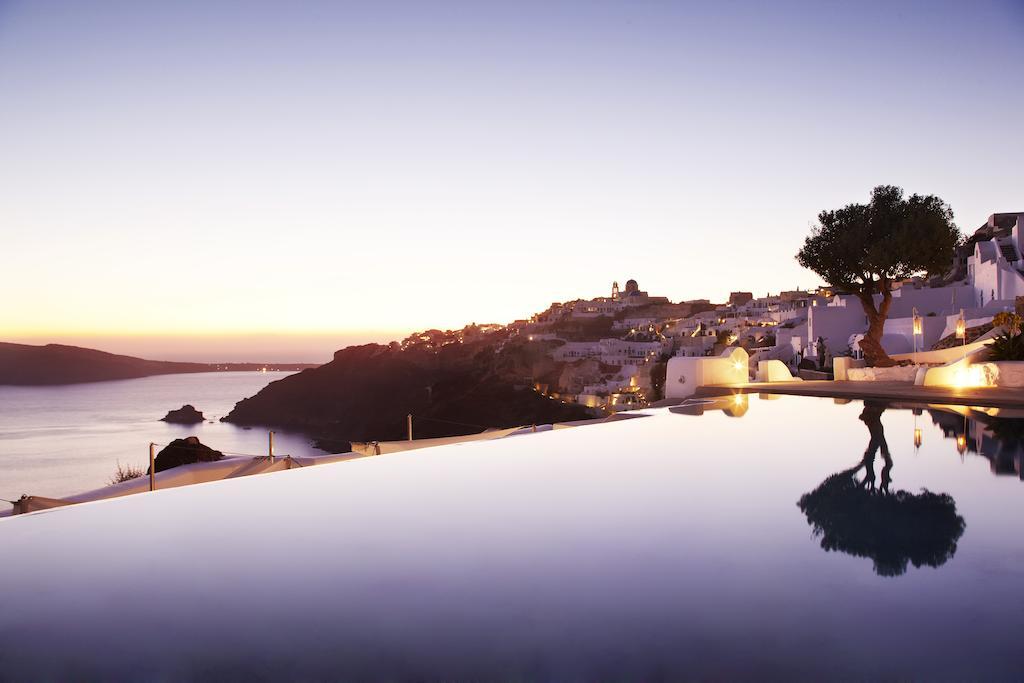 5* Kirini Santorini - Σαντορίνη ✦ 2 Ημέρες (1 Διανυκτέρευση) ✦ 2 άτομα ✦ Πρωινό ✦ 01/09/2020 έως 28/09/2020 ✦ Υπέροχη Τοποθεσία!