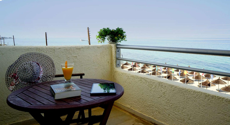 Kokkoni Beach Hotel - Κοκκώνι Κορινθίας   3 Ημέρες (2 Διανυκτερεύσεις)   2 Άτομα   Πρωινό   Αγίου Πνεύματος (14/06/2019 έως 17/06/2019)   Μπροστά στην Παραλία!