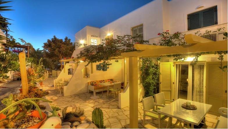 Leonardos Apartments - Πάρος ✦ 5 Ημέρες (4 Διανυκτερεύσεις) ✦ 3 άτομα ✦ Χωρίς Πρωινό ✦ 01/09/2020 έως 30/09/2020 ✦ Στη καρδιά του νησιού!