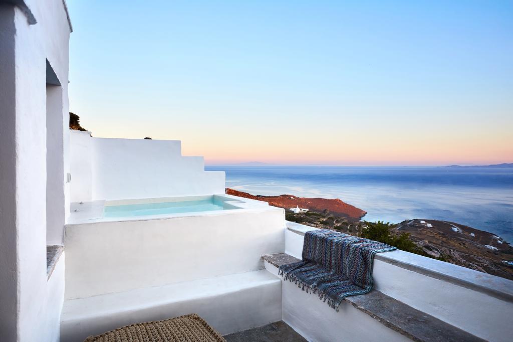 Living Theros Luxury Suites- Καρδιανή, Τήνος ✦ 2 Ημέρες (1 Διανυκτέρευση) ✦ 2 άτομα ✦ Πρωινό ✦ 05/05/2021 έως 31/05/2021 ✦ Μοναδική Τοποθεσία!