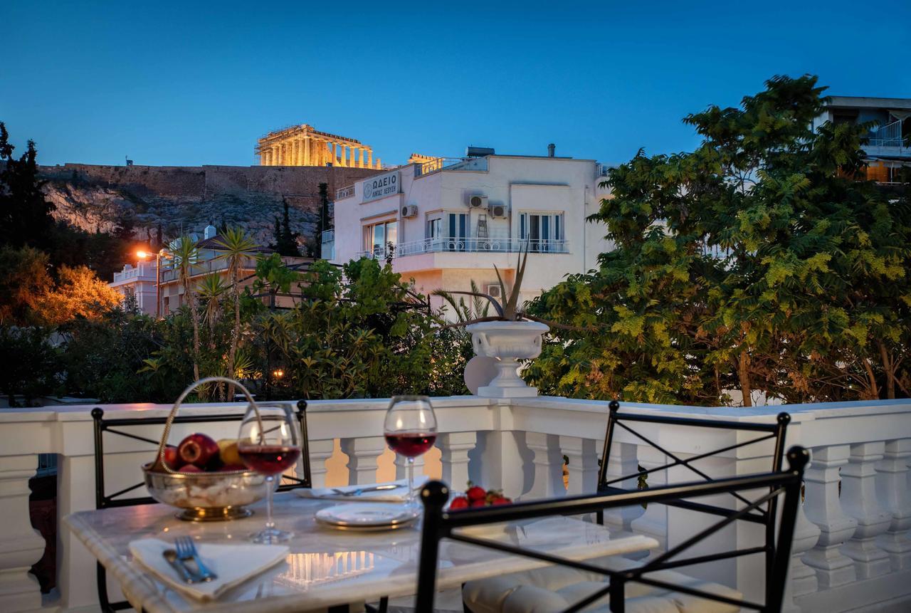 Noble Suites - Αθήνα ✦ 2 Ημέρες (1 Διανυκτέρευση) ✦ 2 άτομα + 2 παιδιά έως 13 ετών ✦ Πρωινό ✦ έως 31/05/2021 ✦ Στο κέντρο της πόλης!