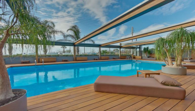 Αποδραστε στο 4 αστερων Bomo Club Palace Hotel στην Γλυφαδα Αττικης ΚΑΙ για τις 2 ημερες / 1 διανυκτερευση ΚΑΙ για τα 2 Άτομα, με Ημιδιατροφη (Πρωινο και Βραδινο σε Μπουφε), σε Double Room! Υπαρχει δυνατοτητα επιπλεον διανυκτερευσεων! H προσφορα ισχυει ΚΑΙ για τα Φωτα!