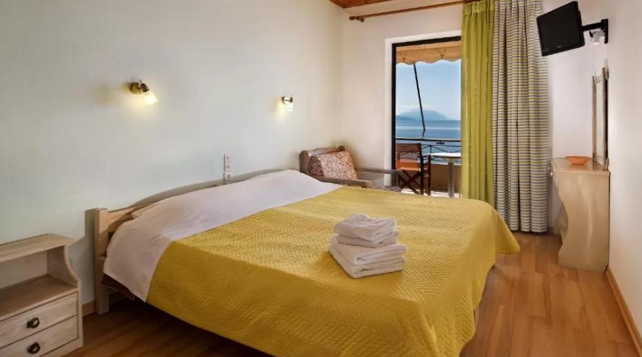 Pharos Rooms - Αιδηψόs ✦ -20% ✦ 3 Ημέρες (2 Διανυκτερεύσεις) ✦ 2 άτομα ✦ Ημιδιατροφή ✦ 16/06/2021 έως 30/06/2021 και 01/09/2021 έως 15/09/2021 ✦ Μπροστά στην παραλία!