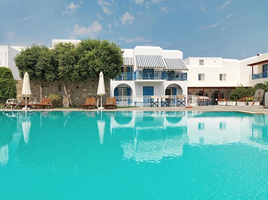 Polos Hotel Paros - Πάρος ✦ 2 Ημέρες (1 Διανυκτέρευση) ✦ 2 άτομα + 1 παιδί έως 2 ετών ✦ Χωρίς Πρωινό ✦ έως 30/06/2021 ✦ Κοντά στην παραλία!