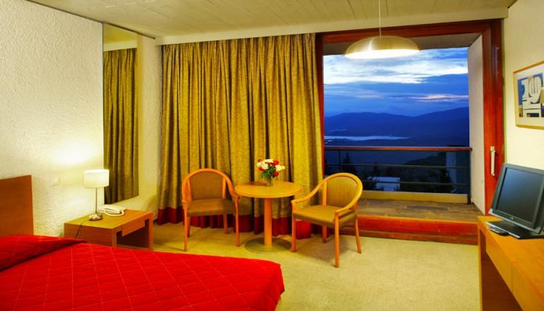 4* Amalia Delphi Hotel - Δελφοί - 169€ από 340€ ( Έκπτωση 50%) ΚΑΙ για τις 3 ημέρες / 2 διανυκτερεύσεις ΚΑΙ για τα 2 Άτομα ΚΑΙ ένα Παιδί έως 12 ετών στο 4 αστέρων Amalia Delphi Hotel του Ομίλου Amalia Hotels, με Ημιδιατροφή (Πρωινό και Βραδινό) σε δίκλινο δωμάτιο στους Δελφούς, μια ανάσα από την Αράχωβα! Παρέχεται Early check in και Late check out κατόπιν διαθεσιμότητας για να απολαύσετε 3 ημέρες στο εντυπωσιακό σημείο στους πρόποδες του Παρνασσού! Υπάρχει δυνατότητα επιπλέον διανυκτέρευσης!