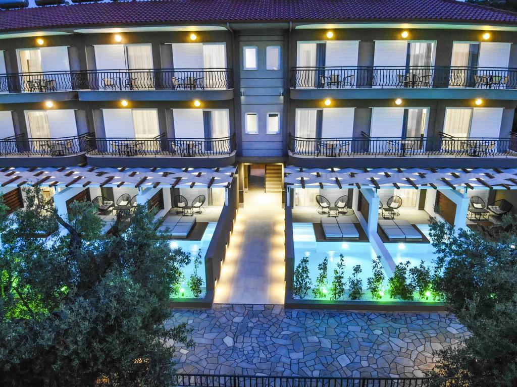 4* Royal Hotel and Suites - Πολύχρονο, Χαλκιδική ✦ -24% ✦ 4 Ημέρες (3 Διανυκτερεύσεις) ✦ 2 άτομα + 1 παιδί έως 11 ετών ✦ Πρωινό ✦ 01/09/2021 έως 30/09/2021 ✦ Κοντά σε Παραλία!