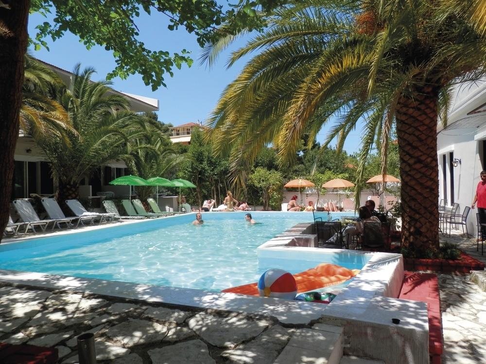 Sunshine Inn Hotel - Λευκαδα ✦ -35% ✦ 6 Ημερες (5 Διανυκτερευσεις) ✦ 2 ατομα + 2 Παιδια ενα εως 8 ετων και ενα εως 12 ετων ✦ Ημιδιατροφη ✦ 03/07 εως 23/07 και 22/08 εως 10/09 ✦ Κοντα σε Παραλια