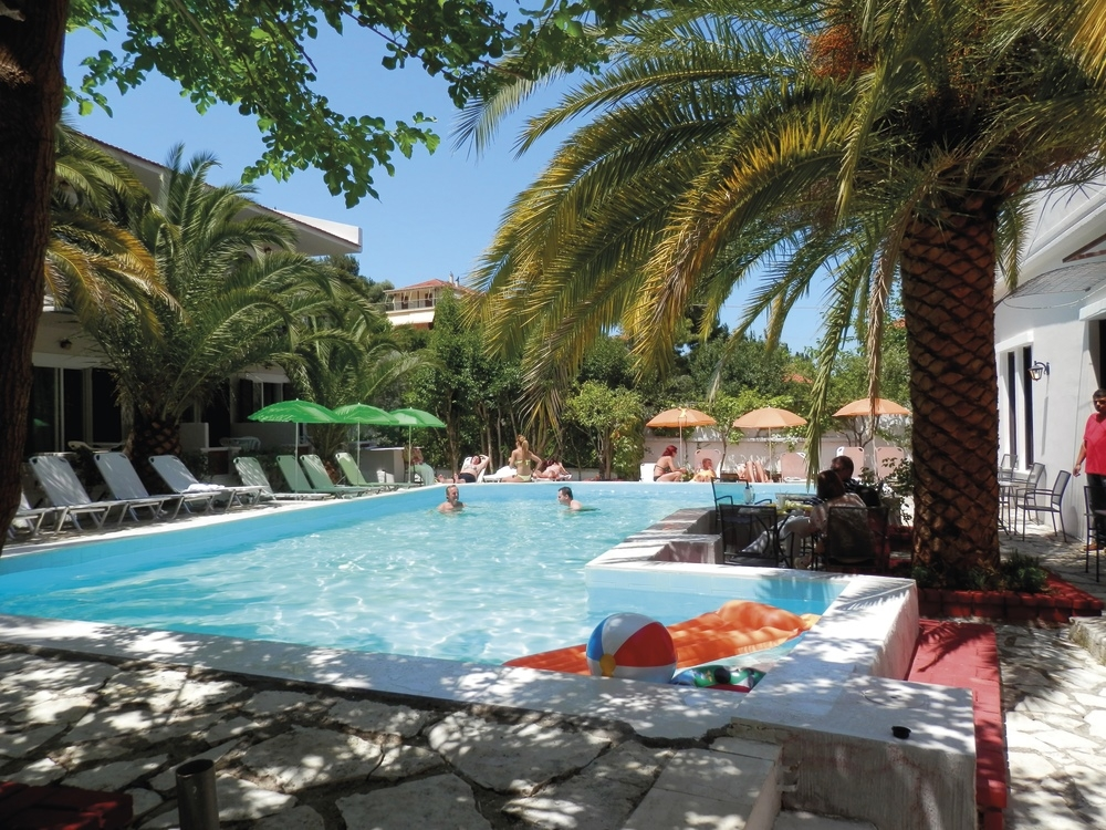 Sunshine Inn Hotel - Λευκάδα ? -30% ? 4 Ημέρες (3 Διανυκτερεύσεις) ? 2 Άτομα ΚΑΙ ένα Παιδί έως 10 ετών ? Πρωινό ? 11/06 έως 15/07 και 26/08 έως 25/09 ? Κοντά σε Παραλία