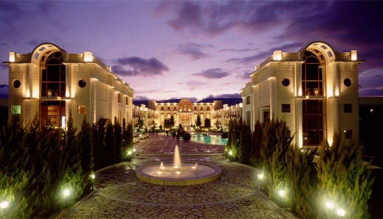 Προσφορά Ekdromi - 165€ από 330€ ( Έκπτωση 50%) ΚΑΙ για τις 3 ημέρες / 2 διανυκτερεύσεις ΚΑΙ για τα 2 Άτομα KAI ένα Παιδί έως 6 ετών στο 5 αστέρων Epirus Palace Hotel, μ...