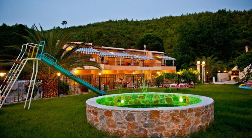 Villa Nefeli - Σκιάθος ✦ 2 Ημέρες (1 Διανυκτέρευση) ✦ 4 άτομα ✦ Χωρίς Πρωινό ✦ 01/09/2021 έως 30/09/2021 ✦ Κοντά σε Παραλία!